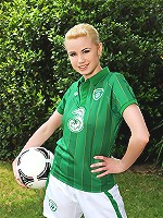 Irish beauty plays ball in the nude