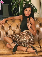 Brooke - Luscious Toying - Hot long legged babe toys herself