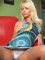 Jana Cova so elegantly plays with her dildo