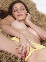 Rilee Marks inserts a dildo inside her wet clit