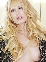 Kiara Diane flaunts her naturally sexy body
