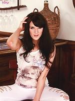 Samantha Bentley undresses herself and starts teasing