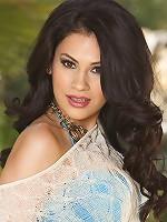 Vanessa Veracruz is a rare kind of graceful beauty